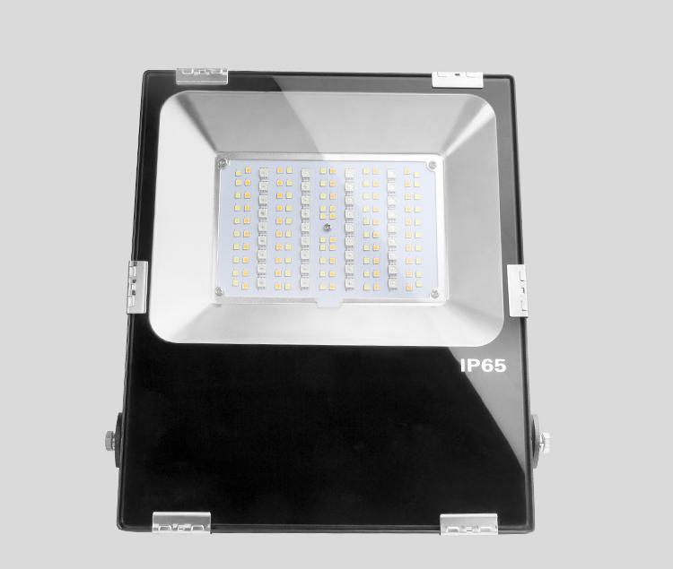 20W RGB+CCT kültéri színes és állítható fehér színű reflektor, díszvilágító lámpatest, IP65